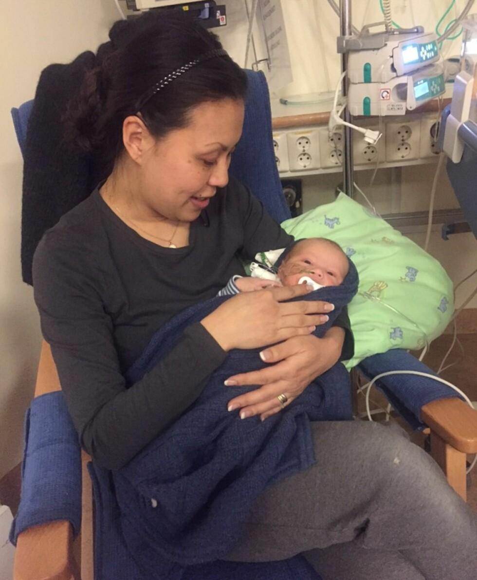 GA SEG IKKE: - Mammainstinktet mitt slo nok til for fullt, sier Linn, som tok med seg sin nyfødte sønn til sykehuset tre ganger på fem dager. Foto: Privat