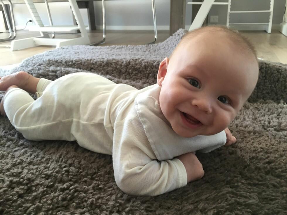 TØFF LITEN KRABAT: Markus er i dag nesten åtte måneder gammel og er en skikkelig gladgutt. Foto: Privat