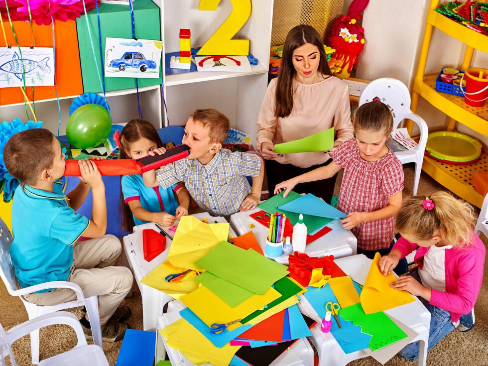 RESPEKTER RUTINER: Respekter barnehagens rutiner. For eksempel hvis det er turdag på tirsdag og barnet må være i barnehagen innen 09.00, gi beskjed hvis barnet en dag ikke rekker å være der til tiden. Foto: NTB Scanpix
