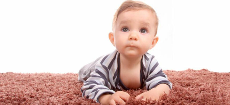 - La barnet ligge masse på gulvet fra dag en, råder kiropraktor. Foto: Shutterstock.com ©