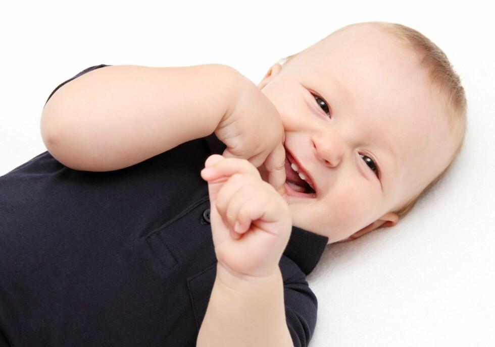 TEGNSPRÅK: - Selv om babyer typisk ikke begynner å si sitt første ord før i ett-årsalderen, så er det allerede fra 6-måneders-alderen i stand til å utvikle evnen til å gjøre tegnspråk, i følge døvelærer Line Fagerholdt. Foto: NTB/ Scanpix