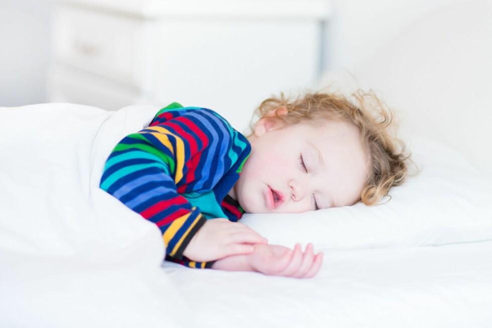 MIDDAGSLUR? Helsesøster understreker at overgangen fra å sove middagslur til å slutte med den, alltid er utfordrende for barnet - uansett alder.  Foto: NTB/ Scanpix