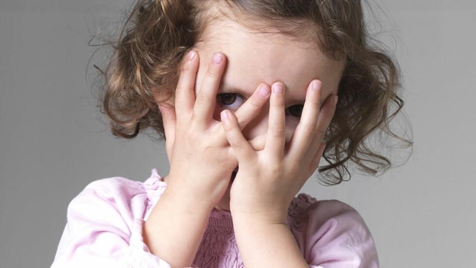 <strong><b>NÅR BARNET ER SJENERT:</strong></b> Her er syv gode råd til hvordan du kan bygge opp barnets selvtillit. Foto: Tom Menz / NTB Scanpix