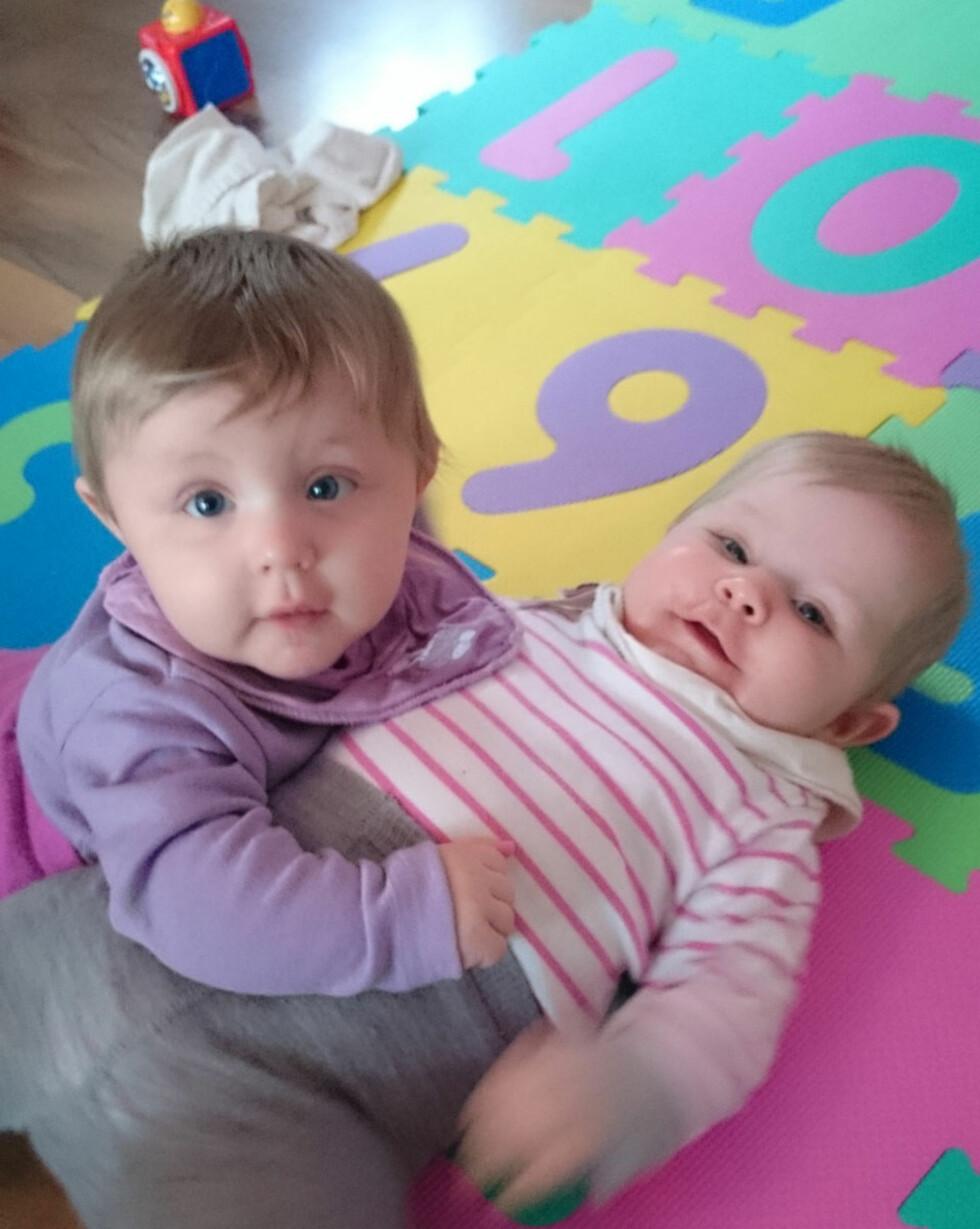 FULL FART: Ida og Hanna er blitt et år gamle. Foto: privat