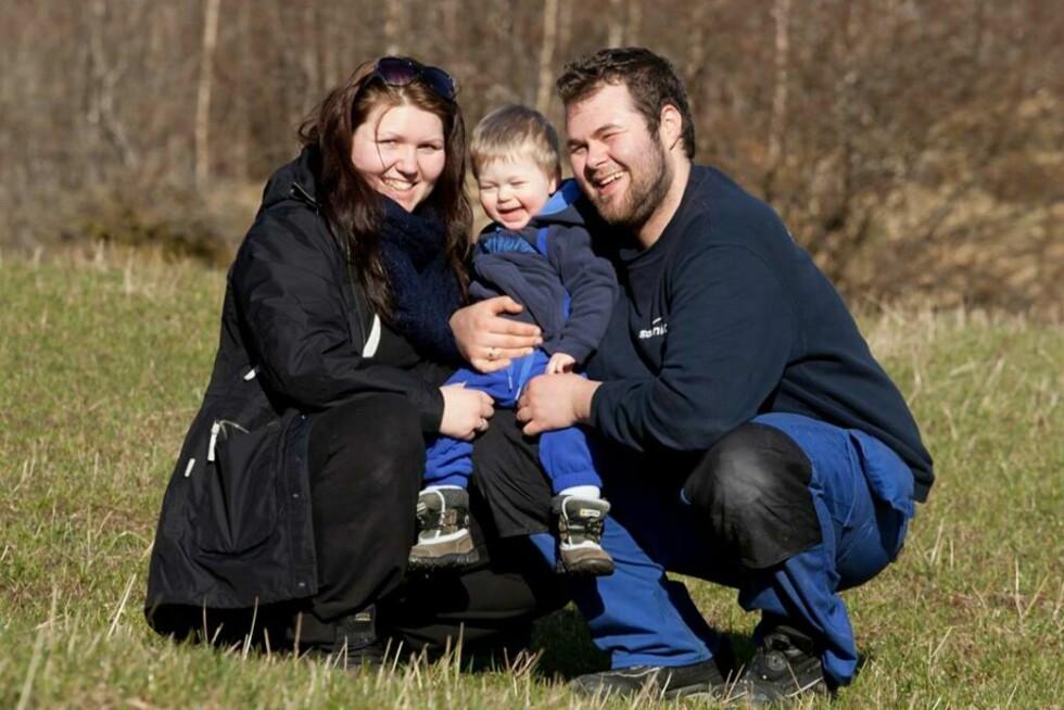 ENDELIG FORELDRE: Nå håper Christina og Jøran at Leander kan få bli storebror snart. Foto: Privat