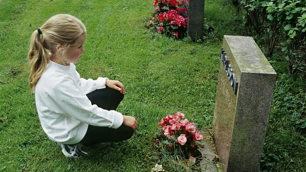 Å SNAKKE MED BARN OM DØDEN: Alle vil vi møte døden en gang i livet vårt, men å snakke om det er ikke alltid like lett. Foto: NTB Scanpix / Bengt Olof Olsson, Bildhuset