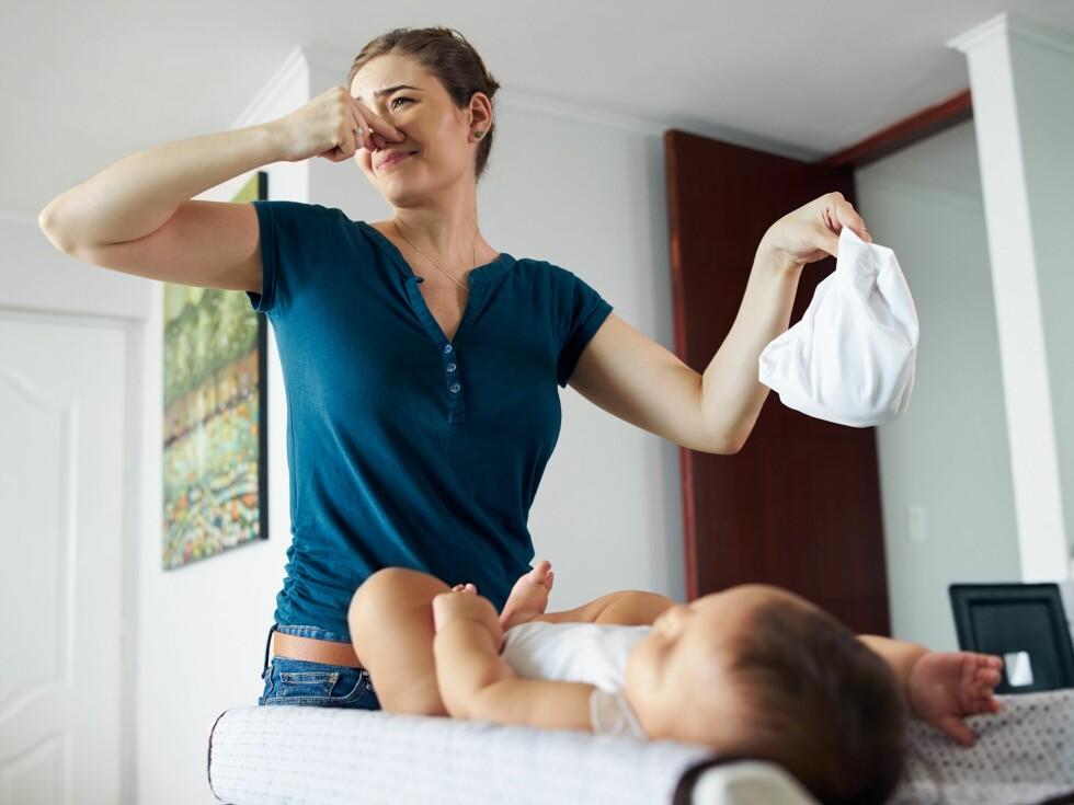 ENDRINGER: Når babyen introduseres for fast føde endrer avføringen seg fra søt-syrlig til stram i lukten. Også konsistensen endres fra å være løs til å bli mer fast. Foto: Scanpix