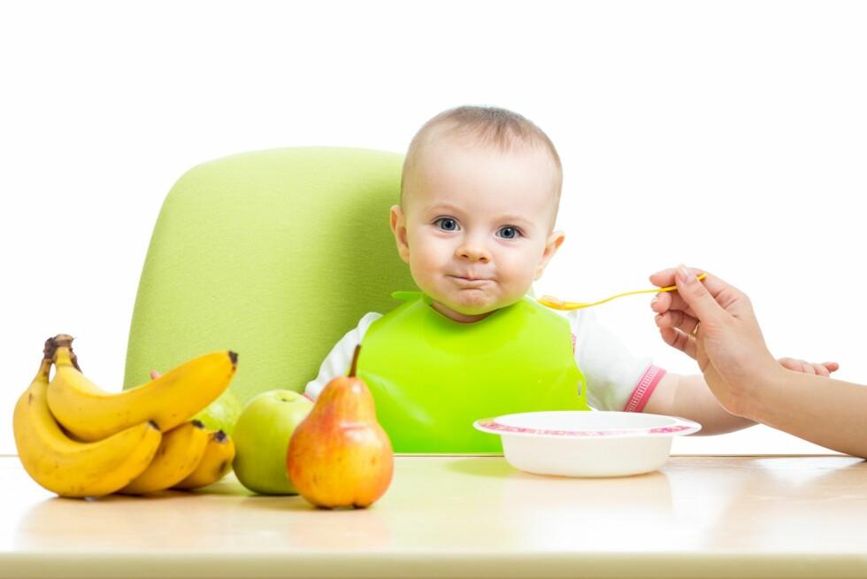 BANAN: Banan er ofte noe av det barn ved 6 måneders alder introduseres først for, men vær oppmerksom på at det kan bidra til eller forverre forstoppelse hos de små. Foto: Scanpix