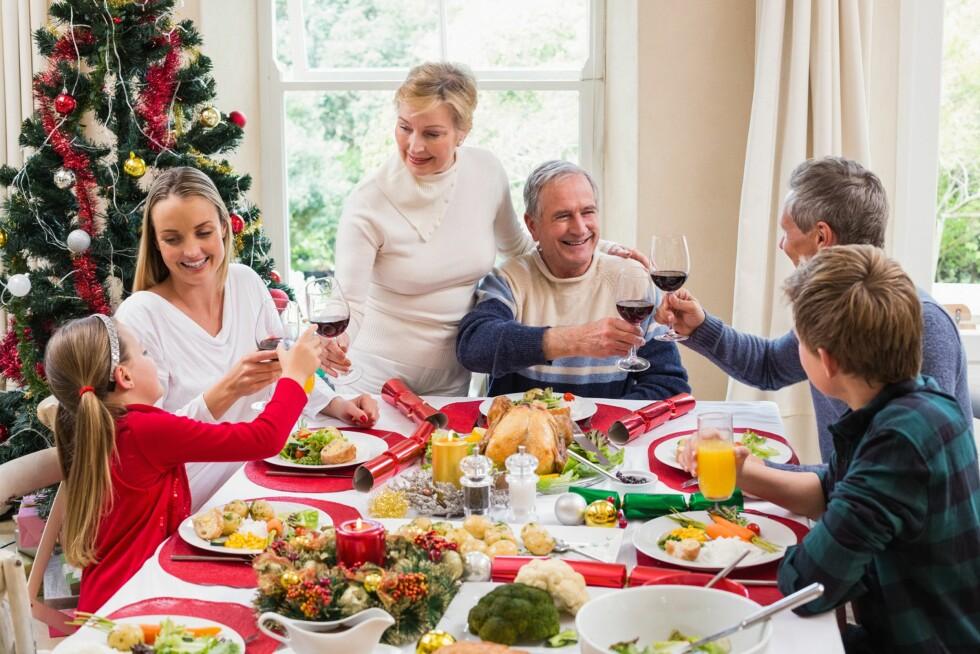 BARNA MED: I julen kan man godt velge ut noen kvelder hvor barna kan få være litt lenger oppe. Foto: Scanpix