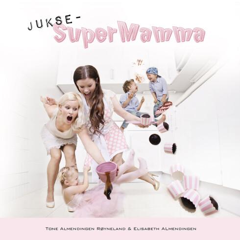 <strong>BOK:</strong> Boka JukseSuperMamma har Tone A. Røyneland skrevet sammen med tvillingsøsteren sin Elisabeth Almendingen. De står bak absolutt alt selv: idè, styling, fotografering, redigering, tekst og layout. Foto: Produsenten