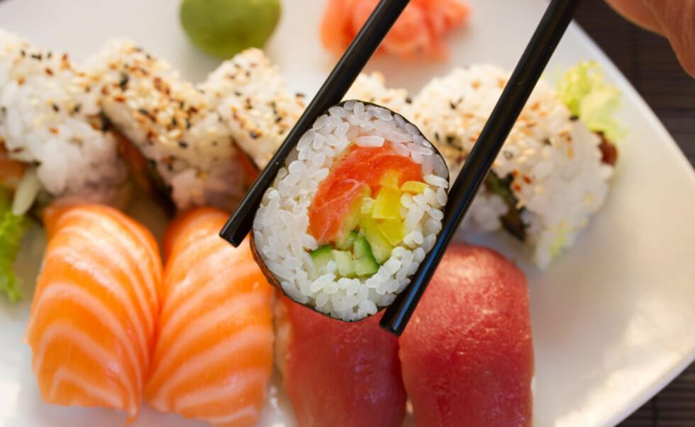 SUSHI: Ja, sushi laget av fersk saltvannsfisk skal være trygt. Foto: NTB scanpix