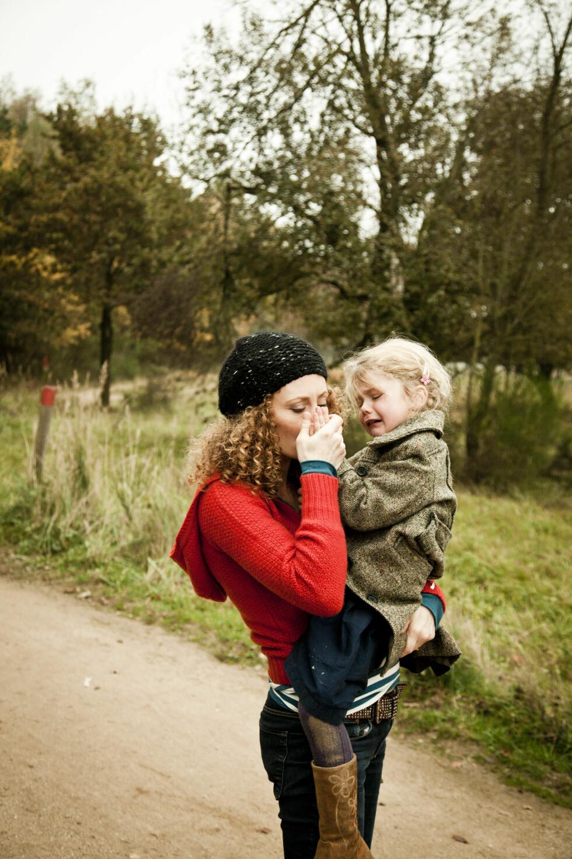 DET ER LOV Å GRÅTE: Men hvis du gråter foran barna dine er det viktig å forklare hvorfor - og at det ikke er deres feil. Foto: NTB Scanpix/Stefanie Neumann