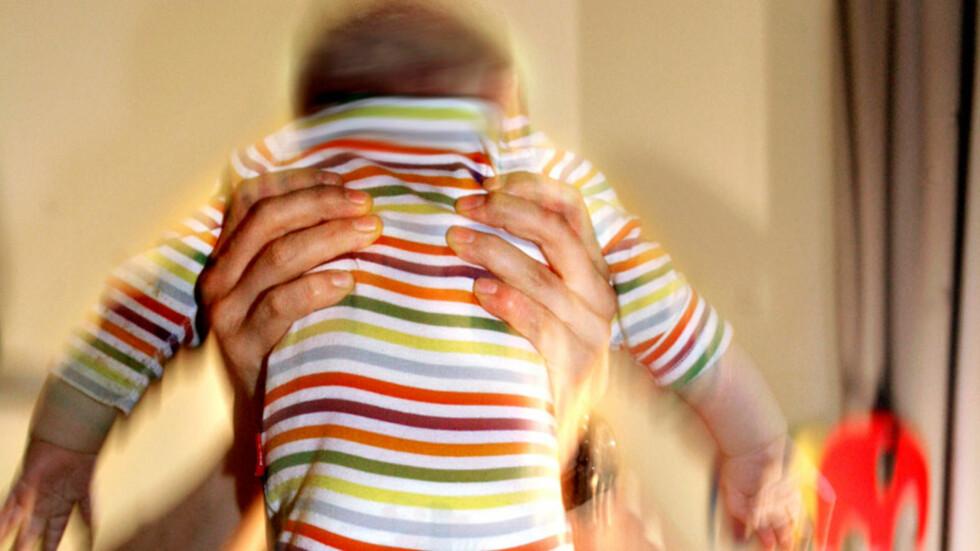 IKKE RIST BARNA DINE: Mange foreldre kan miste besinnelsen når barna gråter og gråter og aldri slutter. Men å riste et lite barn kan føre til alvorlige skader, i verste fall døden. Foto: NTB Scanpix Foto: NTB scanpix