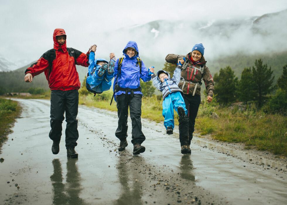 UT PÅ TUR HELE FAMILIEN: Barnas turlag med familicamp på Sota sæter i Juli 2015.  Foto: Marius Dalseg Sætre