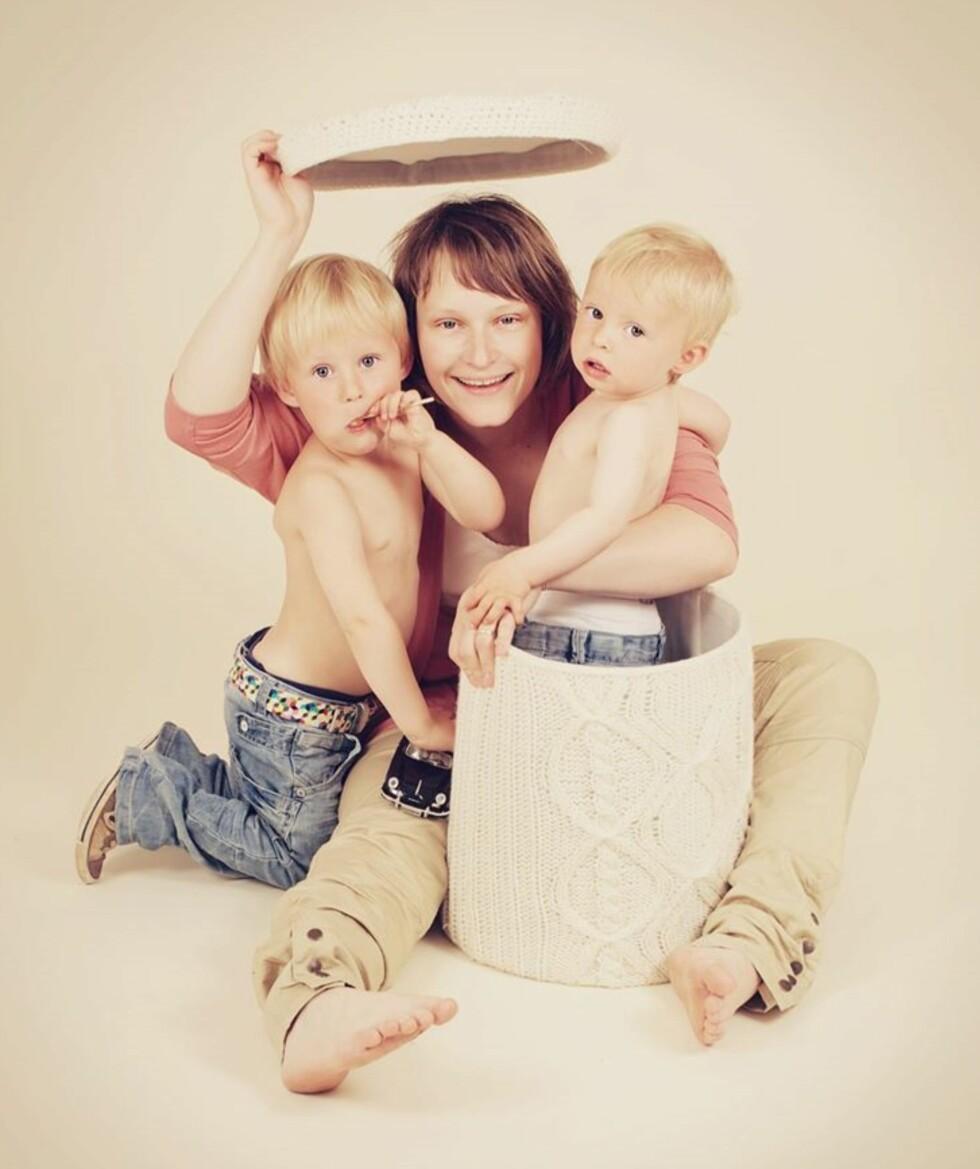HVER ALDER SIN SJARM: - Jeg liker godt barn ved ni måneders alder da de ofte har mye personlighet, sier Michaela Bentsrud - her sammen med sine to sønner.  Foto: Michaela Bentsrud / Gullungene