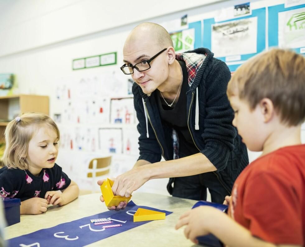 OPPTATT AV LÆRING: Barnehagen opplever at stadig flere foreldre spør om hvordan barnehagen jobber med de forskjellige fagområdene. Foto: NTB Scanpix