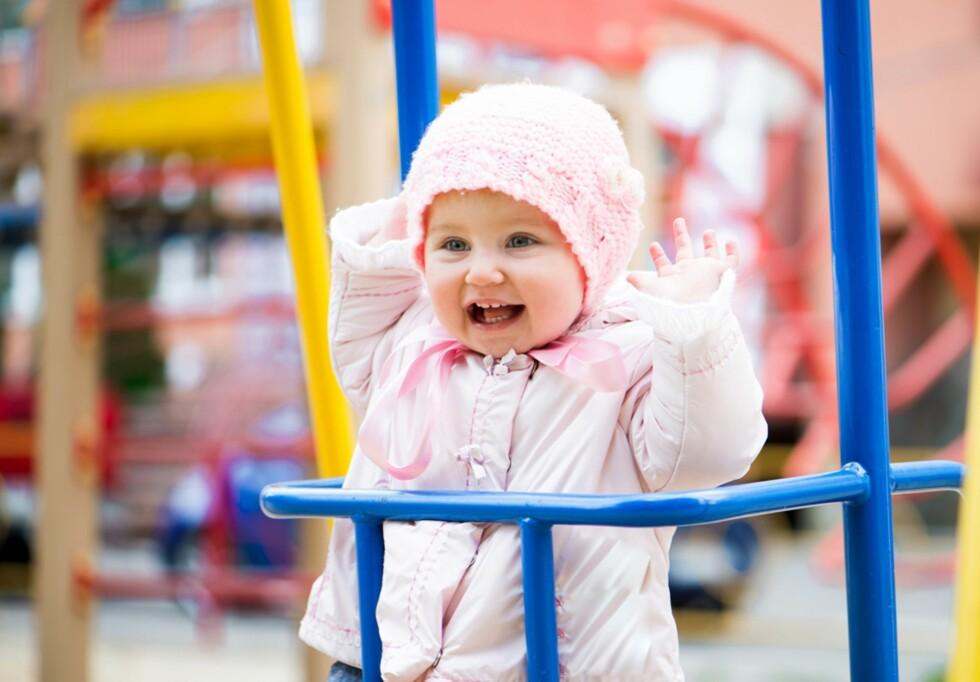 LYKKELIG OPPSTART: Slik vil vi se ettåringen når vi forlater henne i barnehagen. Foto: Colourbox