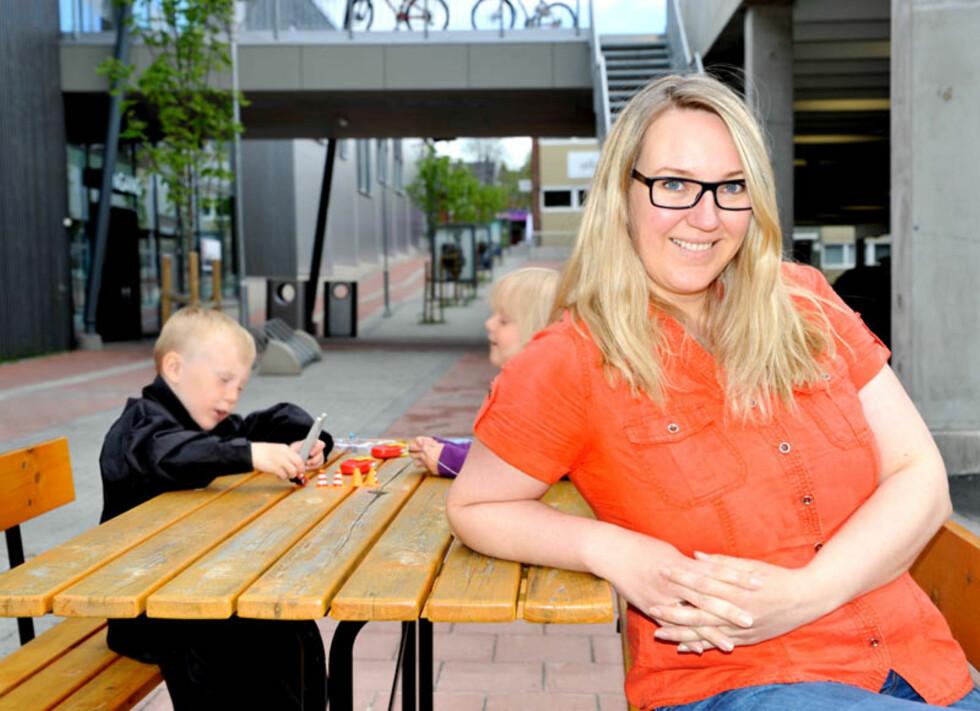 SER FLEST FORDELER VED Å VÆRE UNG MOR: Blogger Marte  var 33 år selv da hun fikk sitt første barn. Foto: privat