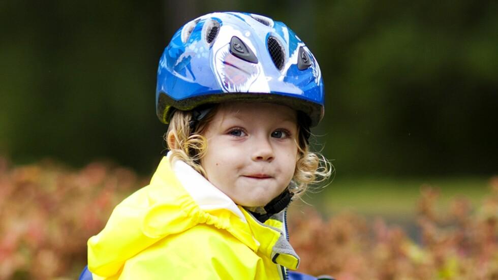 KAN VÆRE FARLIG: Sykkelhjelmen redder liv, men kan også være farlig ved feil bruk. Foto: NTB Scanpix