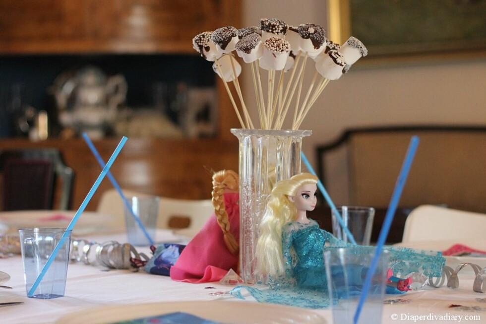 SER PROFT UT: Stine tipser blant annet om å dyppe mashmallows i sjokolade og strøssel. Foto: Privat