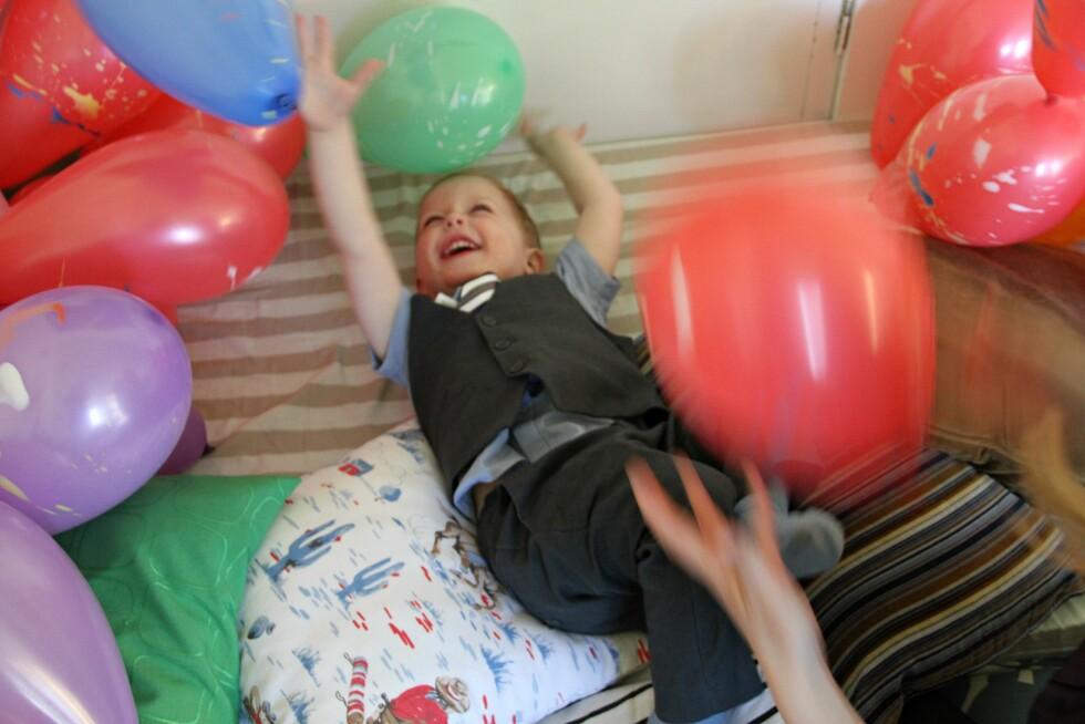 BALLONG BONANZA: Ballonger koster ikke mye og er kjempemorsomme for store og små. Foto: Mammanett
