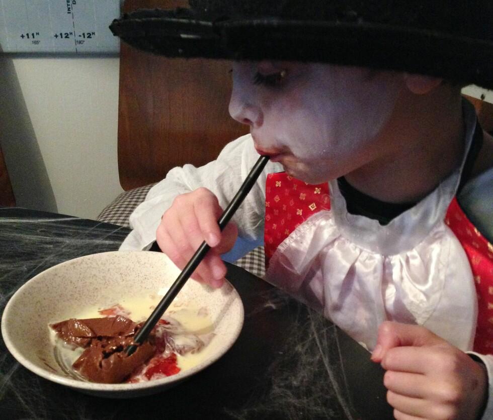 SPISER GELE MED SUGERØR: Artig og billig moro for barn i alle aldre. Foto: Mammanett