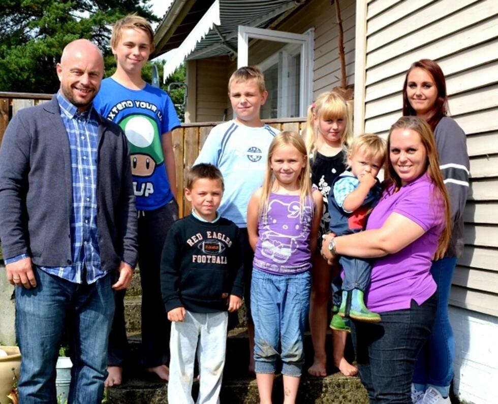 ÅTTEBARNSFAMILIEN: Linda og ektemannen Dan Richard 41 har barna Silje (16), Julian (15), Elias (11), Mia (10), Lilli (8), Eskil (5), Mika (2) og en nyfødt gutt som foreløpig er uten navn (ikke avbildet). Foto: Privat