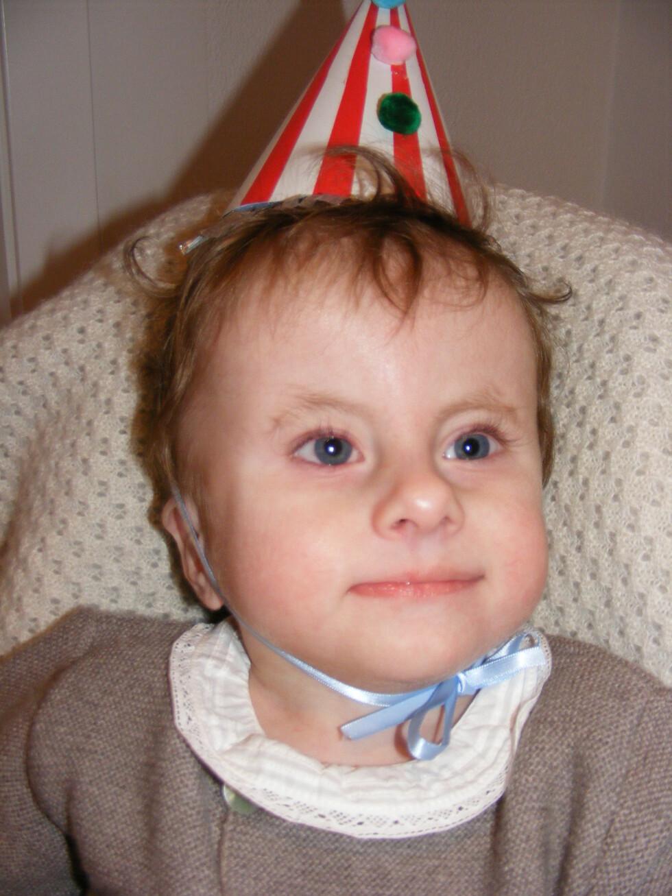 BURSDAGSGUTT: Nylig kunne Ole feire tre år, noe få barn med samme diagnose har fått oppleve. Foto: Privat