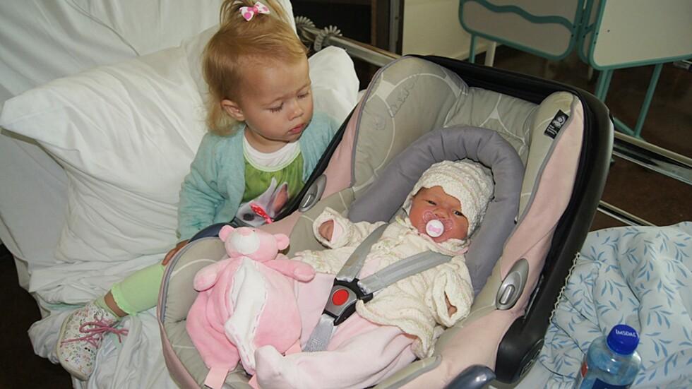 DET FØRSTE MØTET: Det er ikke alltid idyll når to søsken skal møtes for første gang. Foto: Privat