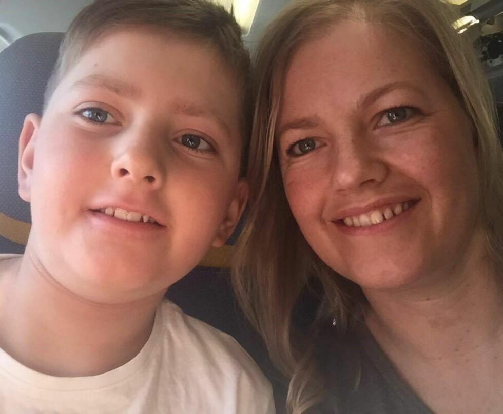 NESTEN KVITT MELKEALLERGIEN: - Snart skal Jørn inn på sykehuset for å prøve å drikke melk, forteller mamma Liv.   Foto: Privat