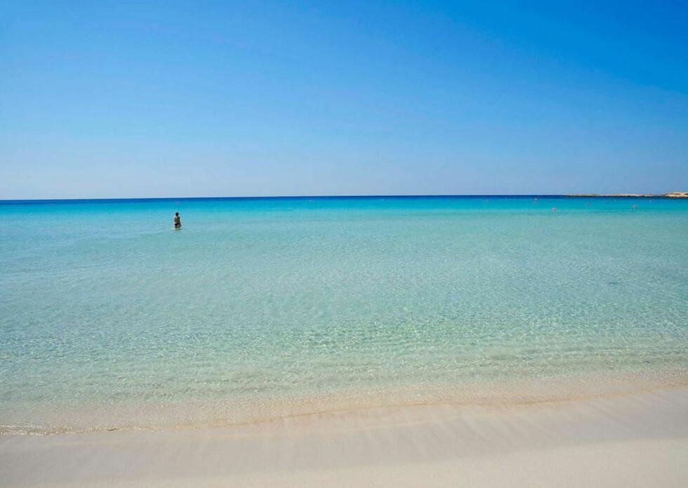 <strong>KYPROS:</strong> Landa Beach er ikke blant de største, men har deilig sand og svært klart vann. Foto: Ving