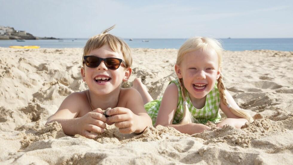 <strong><b>FAMILIENS DRØMMESTRENDER:</strong></b> Deilig myk sand og langgrunn strand er noe av det som må til for å få en vellykket badeferie. Foto: NTB Scanpix