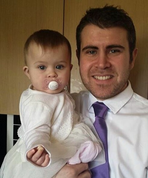 ENGELSK FAMILIE I NORGE: Paule sammen med datteren Emily May. Foto: Privat