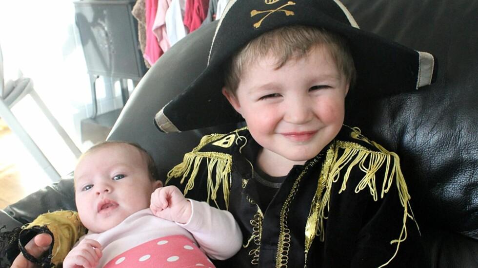 STOR KAPTEIN SABELTANN-FAN: Klart lillesøster da bør hete Sunniva! Foto: Privat