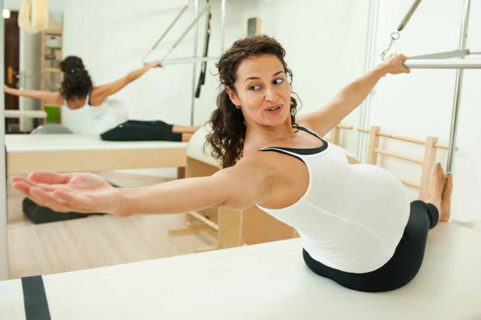 FINN VARIANTER AV SITUPS SOM FUNGERER:  Omvendt situps kan fungere for gravide. Foto: Shutterstock ©