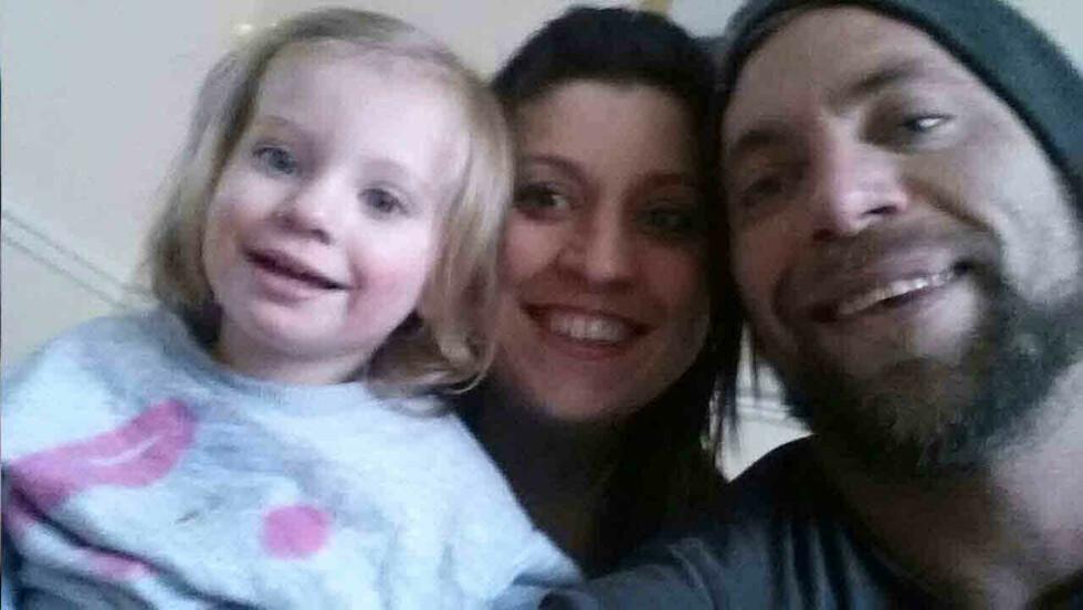ANGRER IKKE: Tanya og Alan sammen med datteren Honey-Rae. Foto: Michelle Rawlins Ltd ©