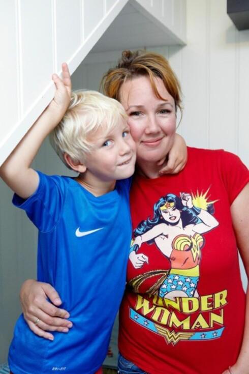 <strong>MAMMALIVET PÅ GODT OG VONDT:</strong> - Jeg tror trøst, gjenkjennelse og latter er med på å gjøre dagene litt enklere og morsommere, sier Kristine Henningsen. Foto: Privat