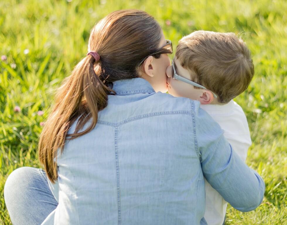 MANGE SPØRSMÅL: Syv år gamle «Fredrik» får spørsmål på skolen om faren hans er død. Foto: Shutterstock © Personene på bildet er ikke identisk med personene i saken.