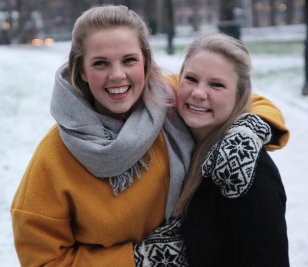 HJELPER SLITNE FORELDRE: - Det kan være vanskelig å be om hjelp, hjelpe og motta hjelp, sier Maja og Louise. Foto: Kristian Witsø