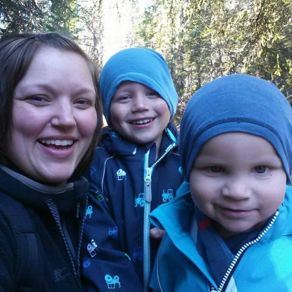 Mamma Anbjørg og gutta på tur Foto: privat