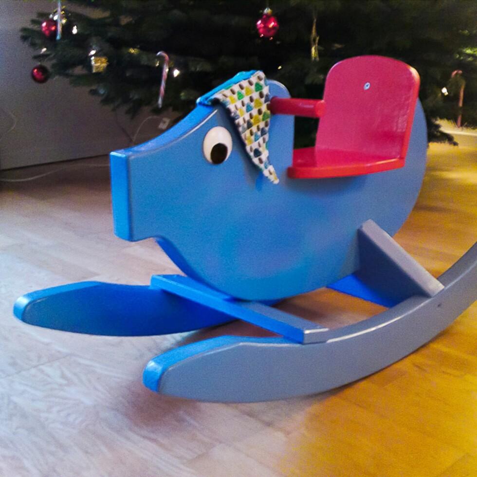 GYNGEGRIS: Dette var det første møbelet Claes laget til sønnen sin. Foto: Privat