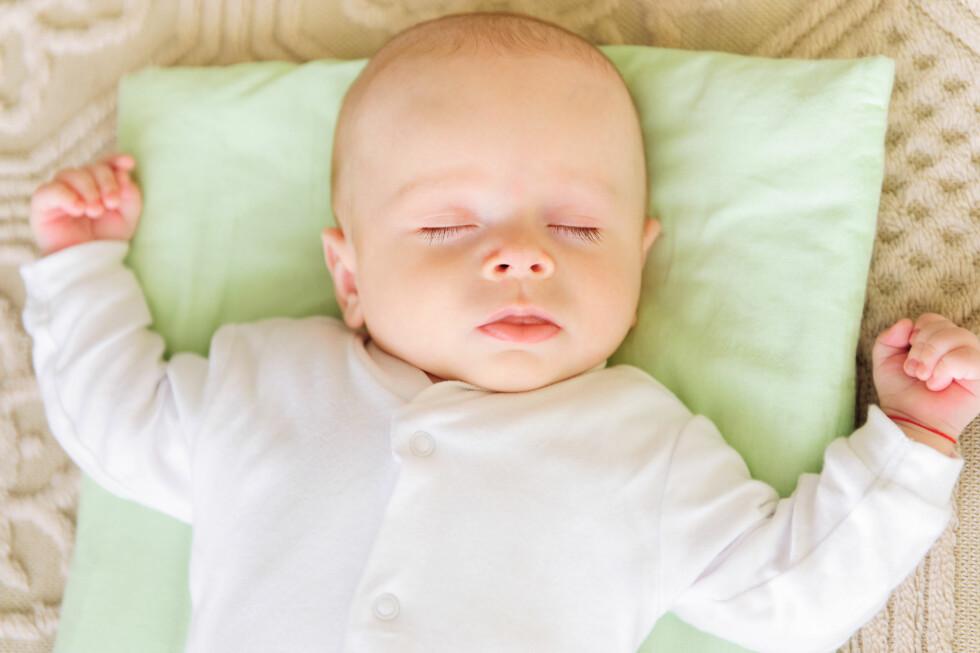 <strong>FORVIRRENDE:</strong> Når du er vant til å bruke pute selv kan det virke som en selvfølge at babyen også skal ha det.  Foto: Stock Photos