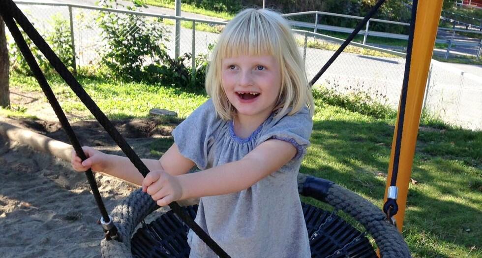 SJELDEN DIAGNOSE: Foreldrene oppdaget tidlig at Anna ikke utviklet seg som andre barn. Foto: Privat