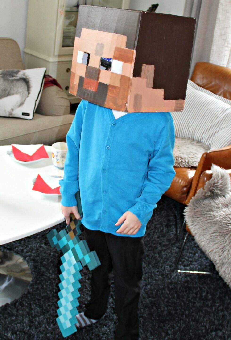 MINECRAFT: Alle som er hektet på dette dataspillet vil digge å kle seg ut som karakteren Steve. Foto: Anette Snarby