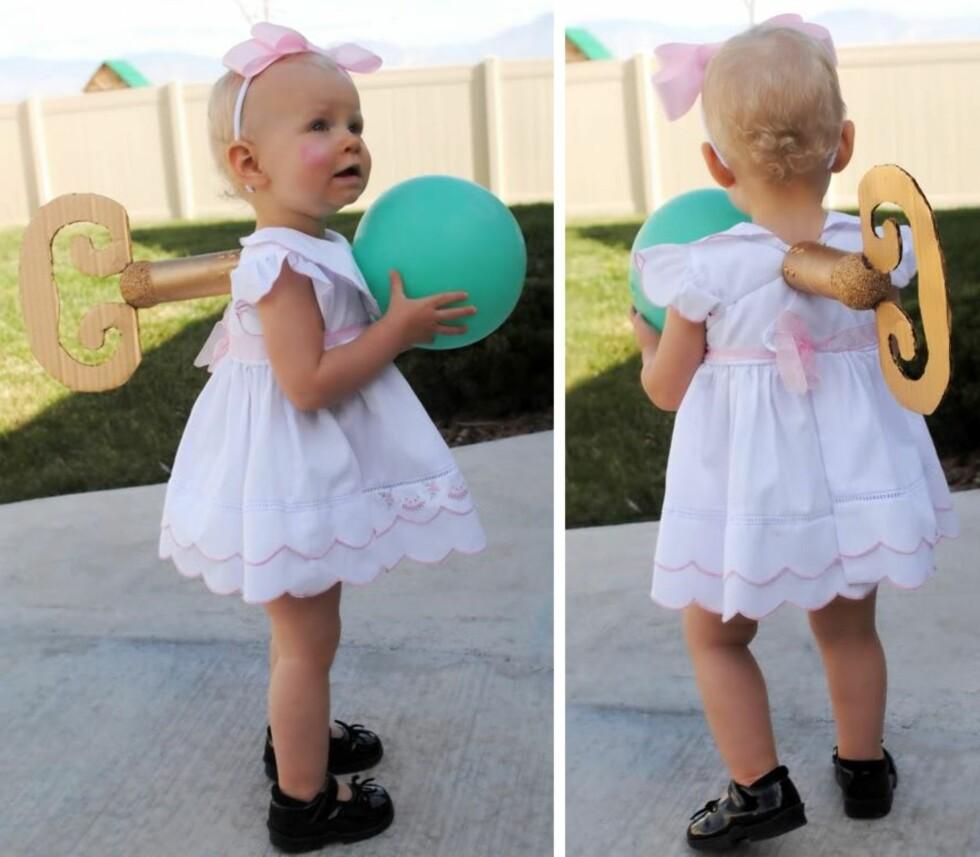 GAMMELDAGS DUKKE: Fint kostyme som lar barnet få bruke favorittkjolen sin. Foto: Privat