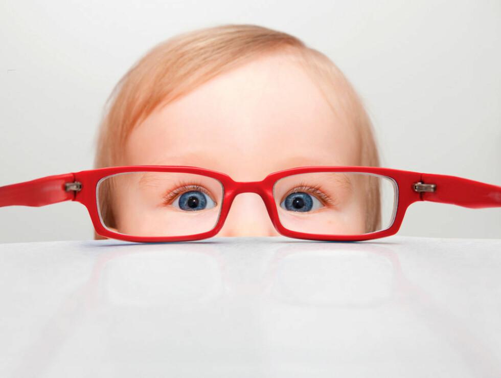 TRENGER BRILLER? Noen tegn på synsvansker kan man se helt fra spedbarnsalder. Andre tegn viser seg først i skolealder. Foto: Shutterstock.com ©