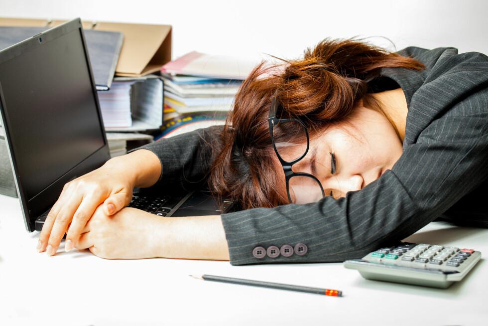 TOTALT UTSLITT: Stor søvnmangel kan få selv den mest energiske mor til å føle seg som en «zombie-mamma». Foto: Shutterstock