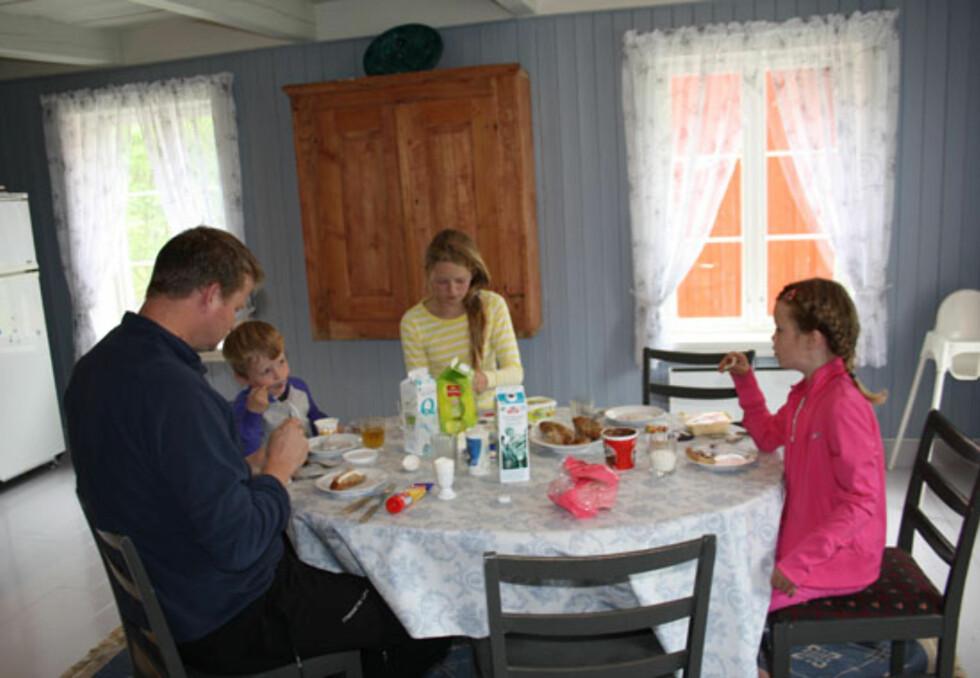 Frokost i bonderomantiske omgivelser! 30 kvadrat koselig kjøkken - på ferie!
