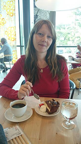 Kake og kaffe smaker godt igjen. Foto: PRIVAT