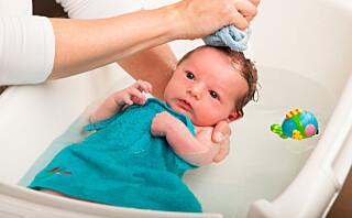 Slik bader du babyen din